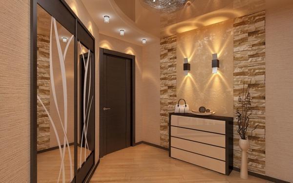 Для обустройства небольшой прихожей необходимо подбирать мебельный гарнитур и обои светлых оттенков