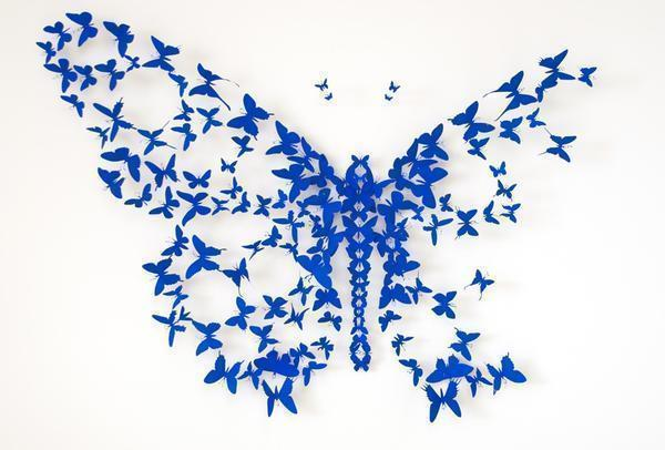 Создание панно из бабочек трафаретным способом считается более простым и при этом оригинальным для декора помещения