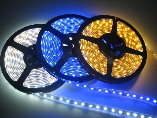 Основные преимущества светодиодной ленты - разнообразная цветовая палитра и невысокая стоимость
