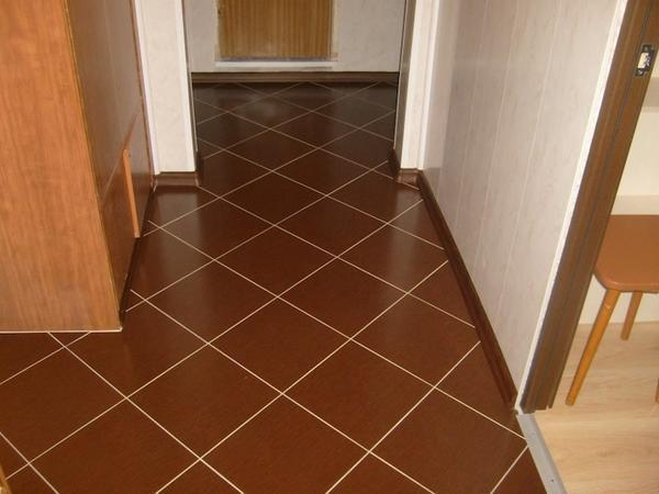 Укладка плитки в коридоре видео