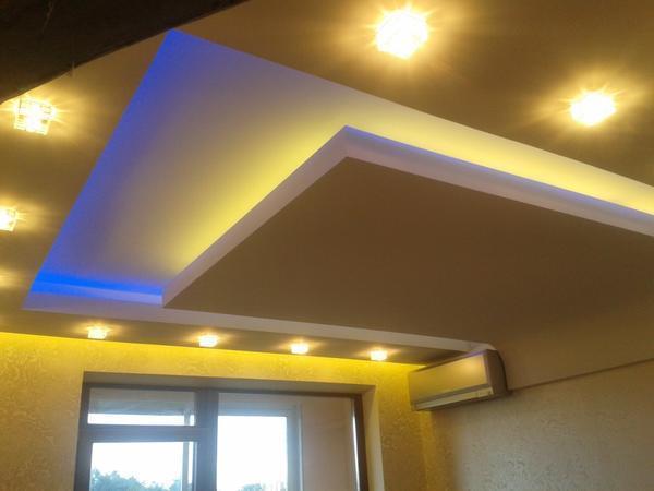 Разноцветные светодиоды могут располагаться не только по периметру, но и по всей поверхности натяжного потолка