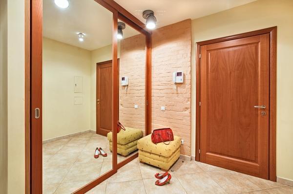 Перед тем как приступать к оформлению коридора, специалисты рекомендуют заранее продумать интерьер помещения