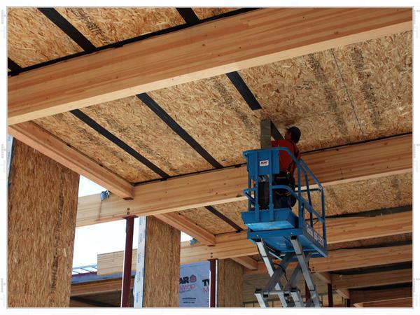 Подшивка потолка ОСБ может выполняться древесной плитой с толщиной от 0,5 до 3 сантиметров