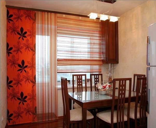 Красивые рулонные шторы стильно украсят оконный проем
