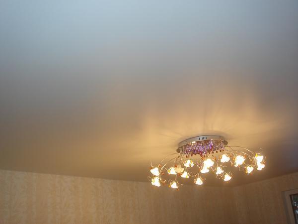 Матовый потолок станет отличным вариантом для приверженцев классического стиля в интерьере