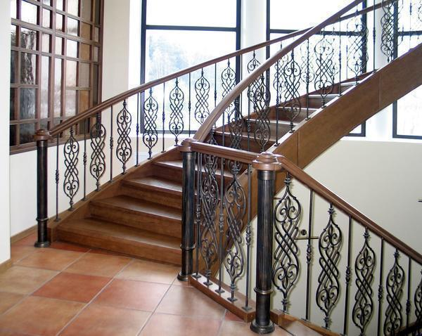 Каждый элемент кованной лестницы можно заказать в интернете или купить в специализированном магазине