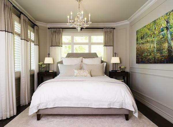 В маленькую спальню отлично вписывается картина средних размеров с эффектом 3D