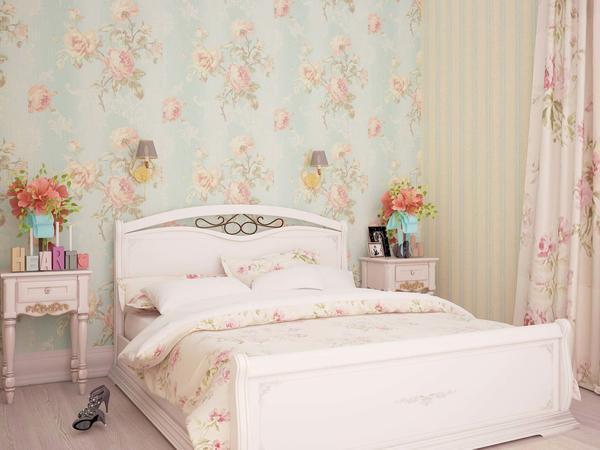 Обои шебби-шик способны придать помещению особое очарование благодаря изображенным на них рисункам увядших роз или пионов