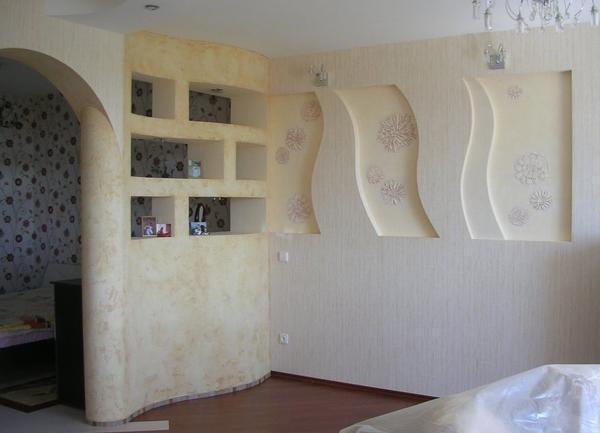 Гипсокартон является достаточно эластичным материалом, поэтому он позволяет смастерить стены или арку любых форм и размеров