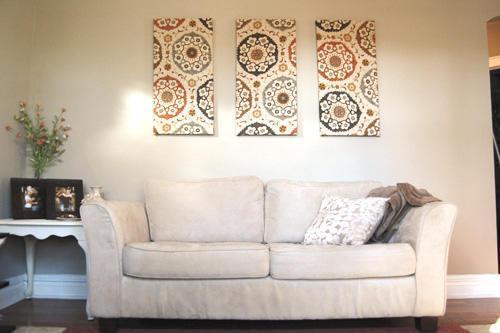 Картина, выполненная из обоев, <i>руками</i> позволит красочно оформить стены жилого помещения, станет оригинальным украшением интерьера