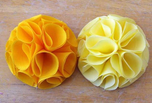 Изготовить цветы из ткани просто, главное - ознакомиться с пошаговой инструкцией