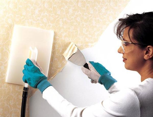 Чтобы самоклеящаяся пленка прослужила вам дольше, нужно очистить стены от всех нанесенных раньше материалов
