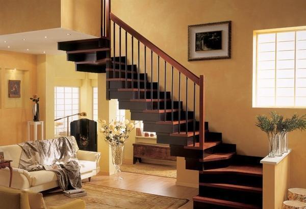 Для домов, находящихся за городом, отлично подойдет лестница, выполненная из дерева