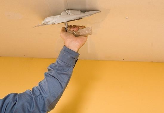 Оштукатуривание - бюджетный вариант отделки потолка, не требующий приобретения дорогостоящих материалов и специального оборудования