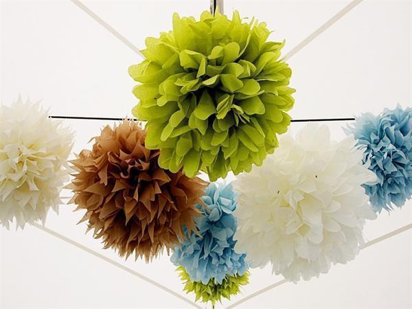 Сделать бумажные шары можно самостоятельно, главное - определиться с дизайном и подготовить необходимые материалы