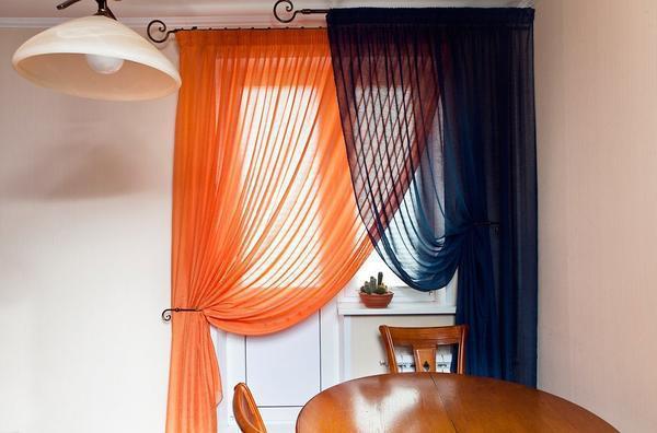 Цвет штор для кухни должен гармонично сочетаться