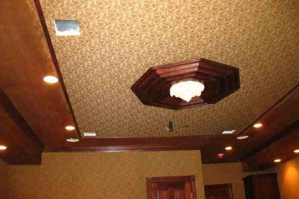 Тканевые потолки обладают многими достоинствами: высокими гидроизоляционными свойствами, прочностью, долговечностью