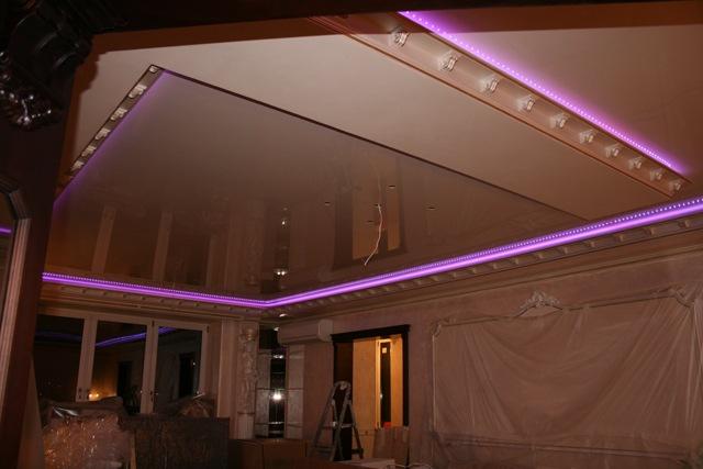 Освещение квартиры с помощью светодиодных лент существенно сократит расходы электричества, подчеркнет особенности интерьера
