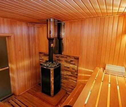 Высоту потолка в бане следует делать не ниже 2 м, чтобы человек чувствовал себя уютно и комфортно