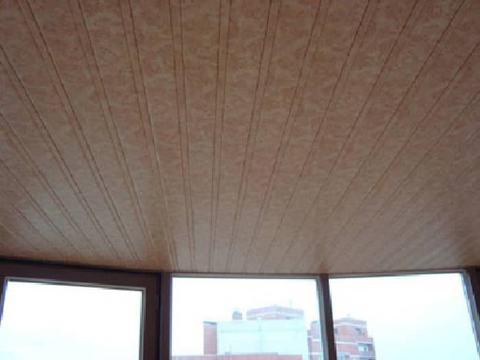 На сегодняшний день существует большой выбор материалов для отделки потолка