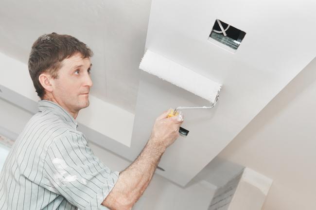 Покраска потолка - это самый простой и практичный способ отделки данной поверхности