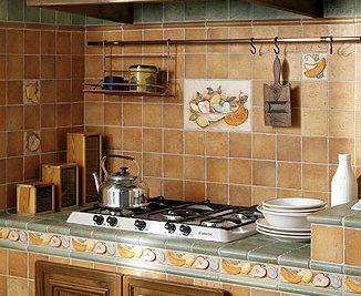 Благодаря своей практичности и износостойкости, кафельная плитка идеально подходит для облицовки кухонного помещения
