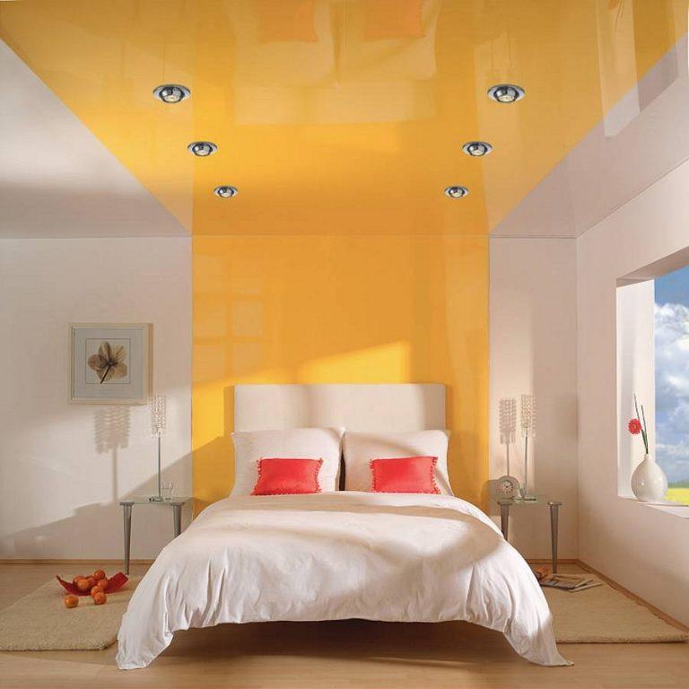 Грамотный выбор освещения спальни с натяжным потолком является основным фактором комфортности помещения