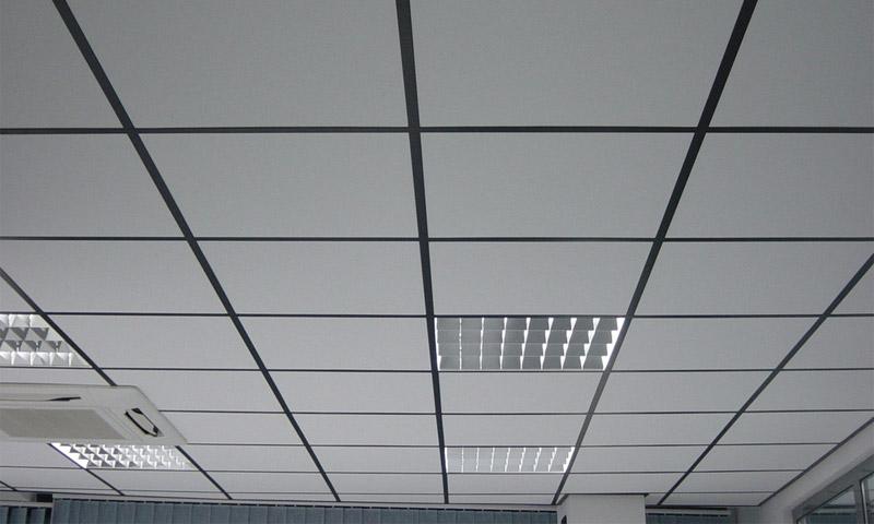 Плитно-ячеистый подвесной потолок Армстронг – самый распространенный вид подвесных потолков