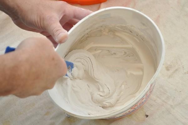 Полимерную шпаклевку используют для выравнивания и заделки стыков и трещин на ремонтируемых поверхностях