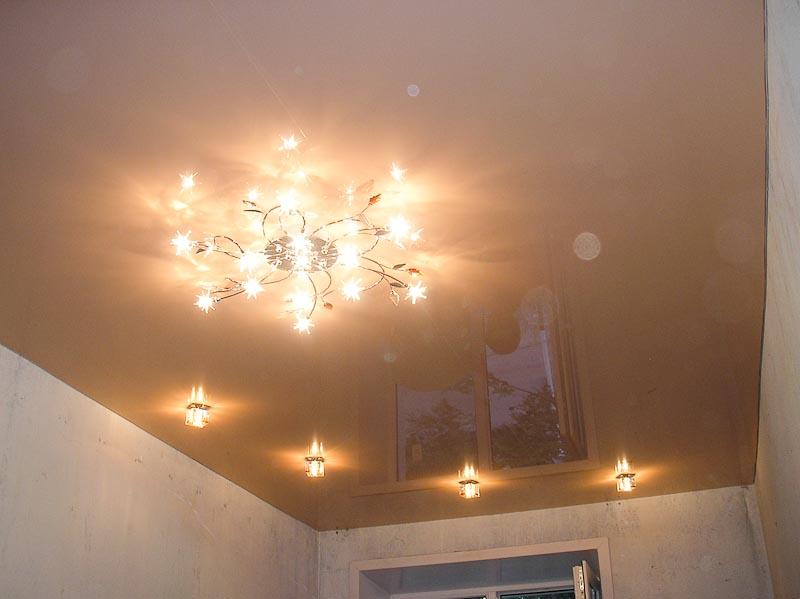 Среди современных способов отделки потолка, наибольшей популярностью пользуются - натяжные