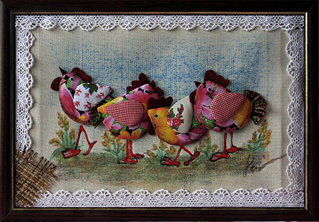 Для изготовления панно из ткани не нужны дорогие материалы, но при этом такая композиция отлично украшает любое помещение