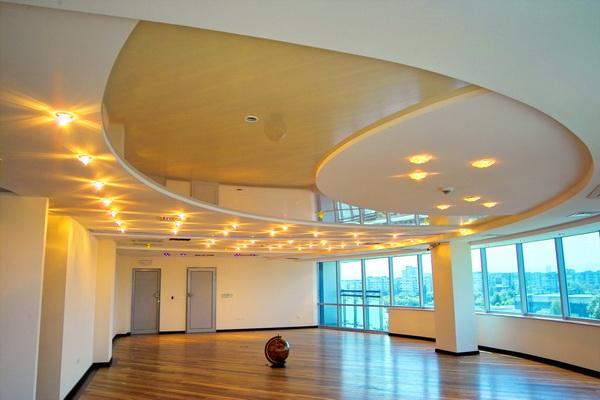 Использование гипсокартона в качестве отделочного материала позволяет создавать удивительные фигурные конструкции