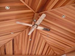Вагонка является одним из самых простых способов оформить стены или потолок