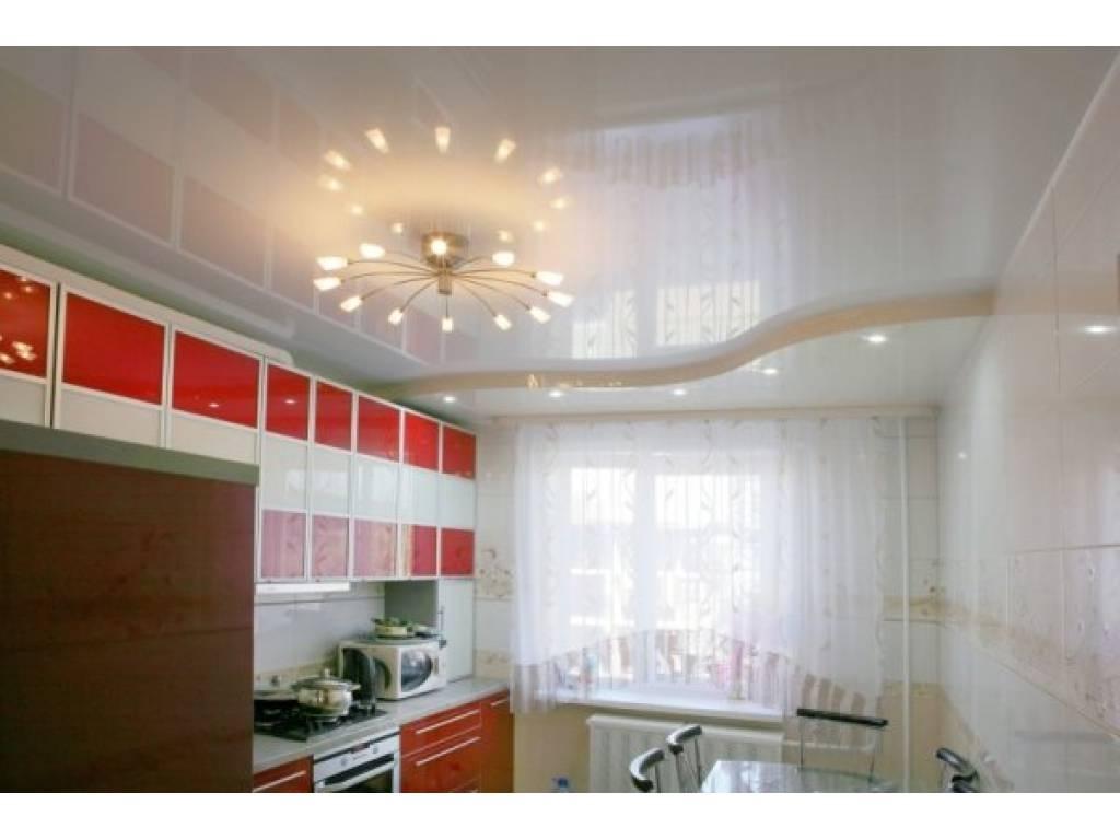 Испокон веков потолки окрашивались в белый цвет, который считался символом чистоты и свежести