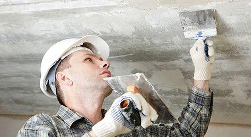 Прежде чем приступить к ремонту потолка с помощью современных материалов, необходимо удалить с его поверхности старое меловое покрытие