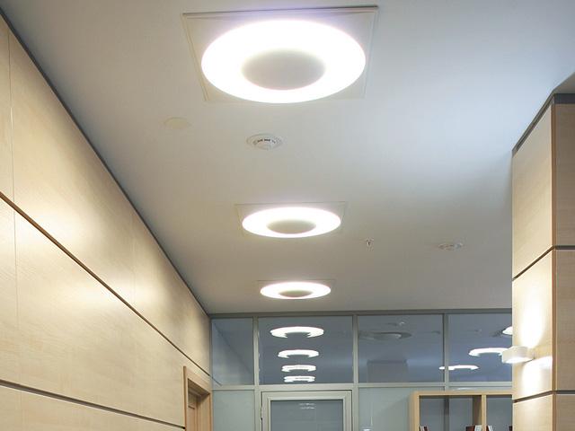 Светильники, установленные профессионалом своего дела, экономят финансовые средства и наполняют неповторимым колоритом жилое помещение