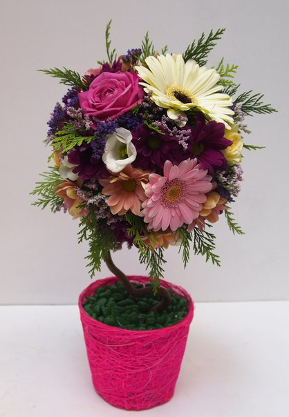 Топиарии из искусственных цветов помогут отлично украсить интерьер