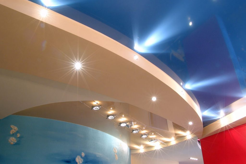 Навесные потолки из гипсокартона выглядят прекрасно и подойдут к любому интерьеру
