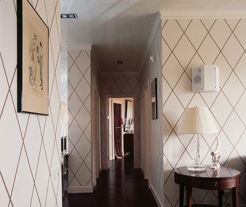 Правильно подобранные обои служат не только украшением интерьера - они способны визуально увеличить небольшое помещение