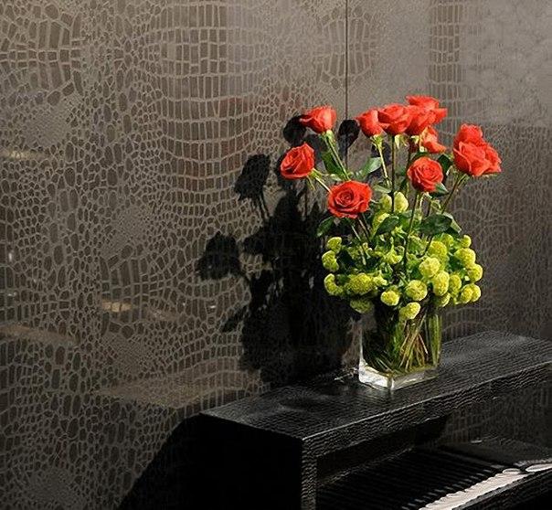 Обои с рисунком под кожу идеально подойдут для любителей необычных вариантов декоративного оформления жилища