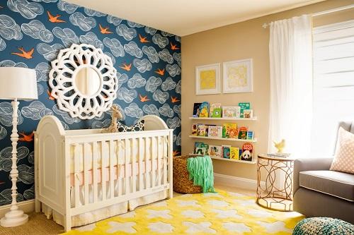 Оформляя детскую комнату, необходимо не только учитывать общепринятые правила  выбора материала для стен, но и ориентироваться на возраст и своеобразие характера ребенка