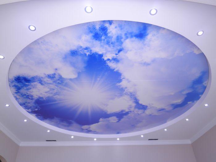 Натяжные потолки сочетают в себе новизну оформления и практичность в применении