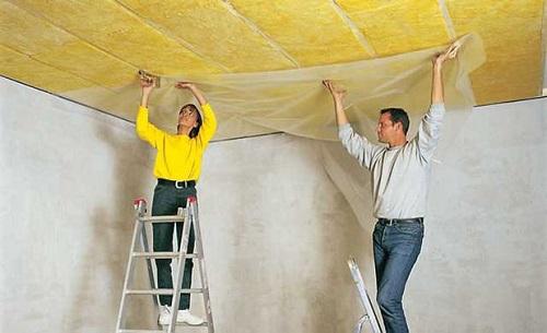 Грамотно выполненная пароизоляция потолка обеспечит тепло и уют в помещении на долгие годы