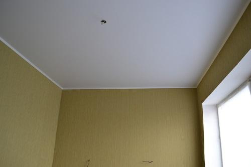Применение матовых потолков уместно в любых жилых домах и производственных помещениях
