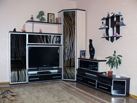 Угловая мебель для гостиной не только заполнить пустующие углы, но и позволит рационально использовать окружающее пространство