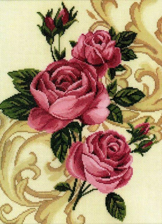 Красивые розы можно вышить на скатерти, на полотенце или создать цветочное панно ручной работы