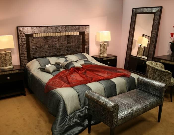 Даже в маленькой спальне можно создать красивый интерьер, где будет царить уютная и теплая атмосфера