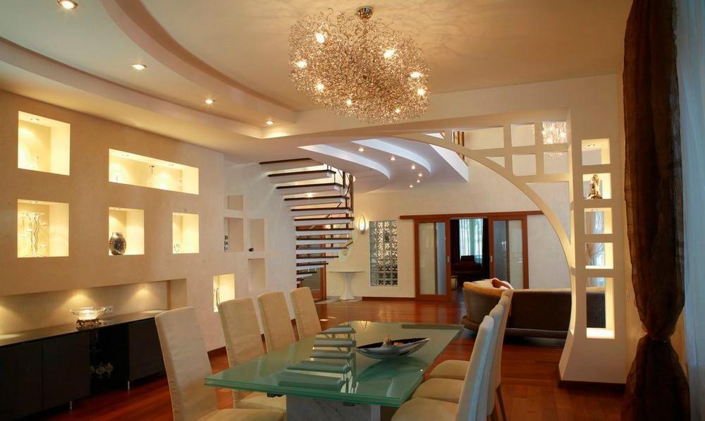 Ниши в интерьере гостиной пользуются большой популярностью