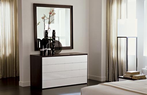 Комод в спальне - это очень практичный и весьма необходимый предмет интерьера