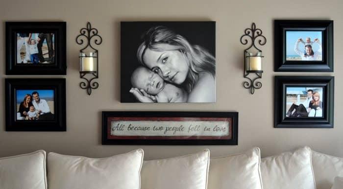 Красиво и оригинально украсить гостиную можно при помощи стильного панно из фотографий